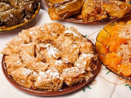 Вита баница (тиквеник) с готови кори, орехи и канела - снимка на рецептата
